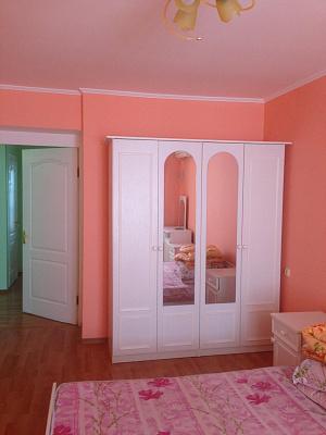 Трехкомнатная квартирапосуточно в Ильичёвске (Черноморске). ул. Парковая, 34. Фото 1
