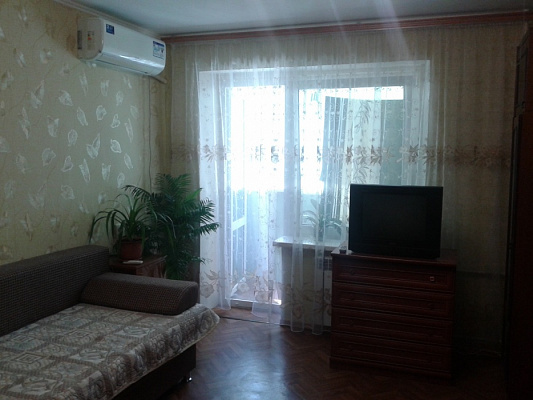 Однокомнатная квартирапосуточно в Южном. ул. Строителей, 3. Фото 1