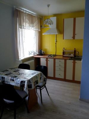 Двухкомнатная квартирапосуточно в Бердянске. ул. Греческая, 28. Фото 1