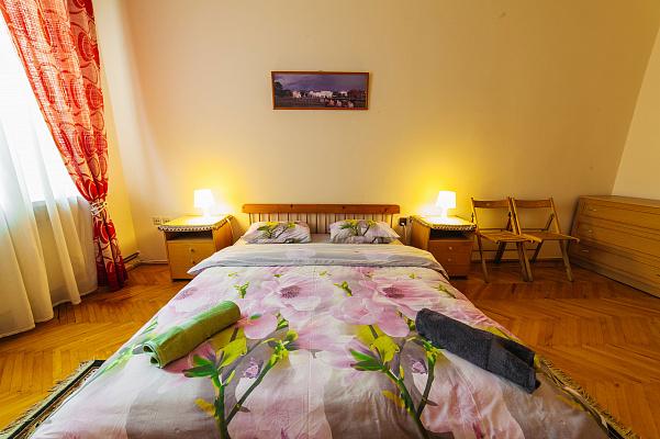 2-кімнатна квартираподобово у Ужгороді, пл. Театральна, 13. Фото 1