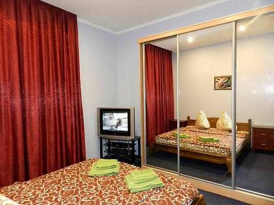 3-комнатная квартира посуточно в Запорожье. Ленинский район, б-р Винтера, 36. Фото 1