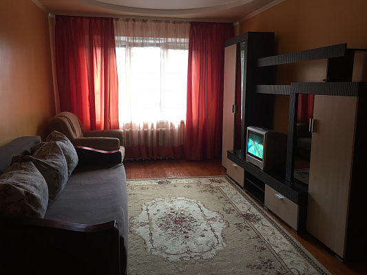 3-комнатная квартира посуточно в Ровно. ул. Академика Грушевского, 40. Фото 1