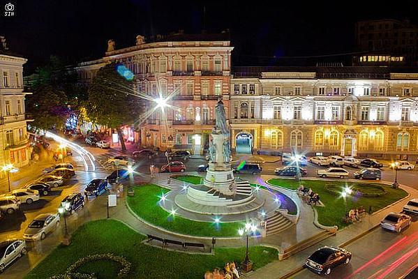 Трехкомнатная квартирапосуточно в Одессе. Приморский район, Екатерининская площадь, 7. Фото 1