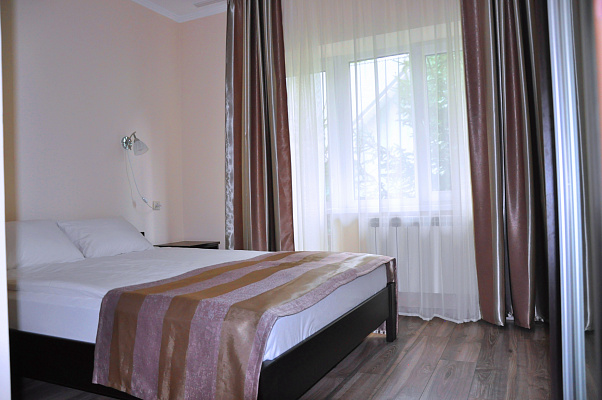 Двухкомнатная квартирапосуточно в Поляне, ул. Курортная, 9. Фото 1