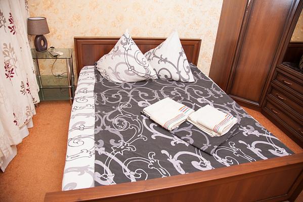 2-комнатная квартира посуточно в Запорожье. Жовтневый район, ул. Школьная, 22. Фото 1