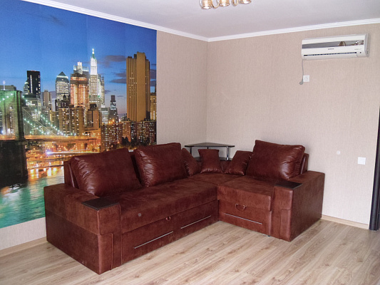 Двухкомнатная квартирапосуточно в Алуште. ул.Перекопская , 4. Фото 1