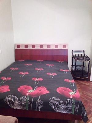 Однокомнатная квартирапосуточно в Мариуполе. Приморский район район, пр-т Строителей, 21. Фото 1