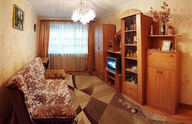 Двухкомнатная квартирапосуточно в Ильичёвске (Черноморске). ул. Парковая, 8а. Фото 1