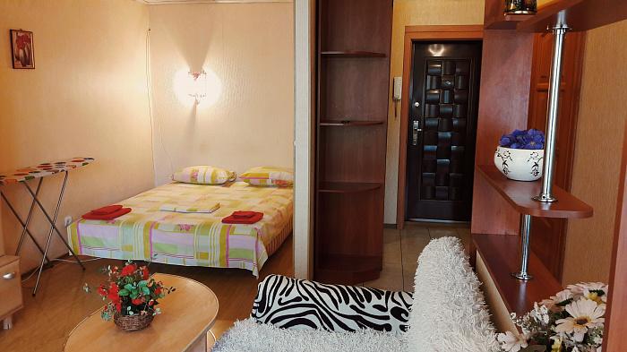 1-комнатная квартира посуточно в Киеве. Дарницкий район, ул. Вересневая, 17. Фото 1