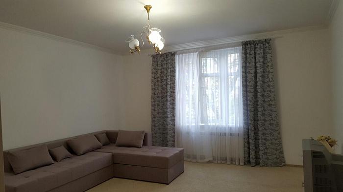 1-кімнатна квартираподобово в Ужгороді. вул. Гойди, 3. Фото 1