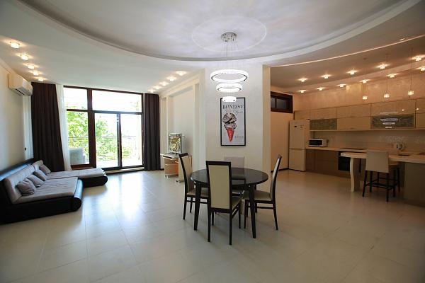 3 rooms apartmentsdaily Odessa, Primorskiy district, Гагаринское плато, 5/3. Photo 1