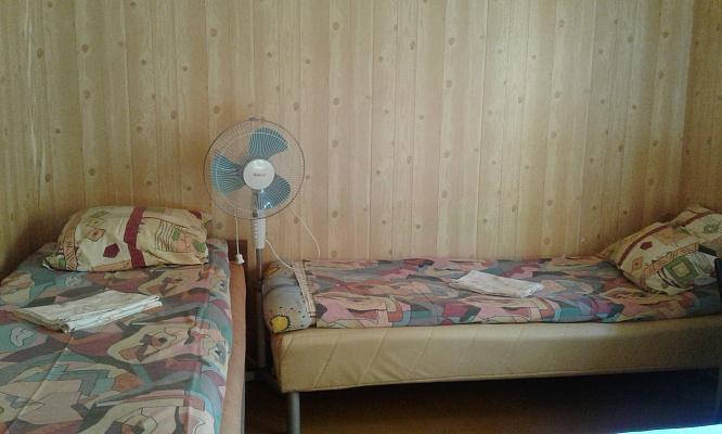 Дом посуточно в Каролино-Бугазе, ул. Железнодорожная, 26