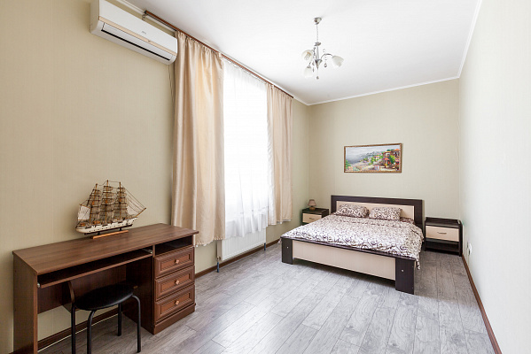 Двухкомнатная квартирапосуточно в Одессе. Приморский район, ул. Базарная, 5. Фото 1