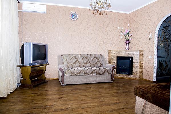 Трехкомнатная квартирапосуточно в Николаеве. ул. Садовая, 42 А. Фото 1