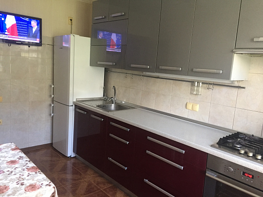 Двухкомнатная квартирапосуточно в Южном, пр-т Мира, 25. Фото 1