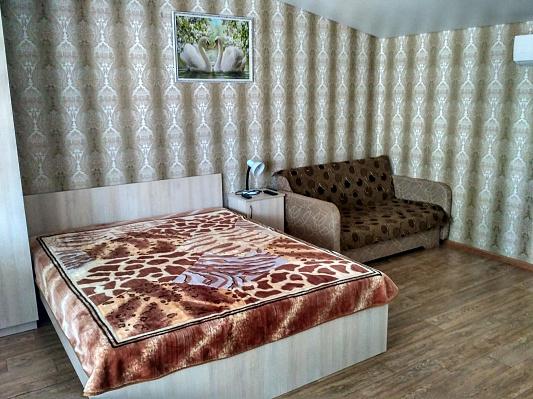 Мини-отель посуточно в Рыбаковке. Пятый квартал, 4/1. Фото 1