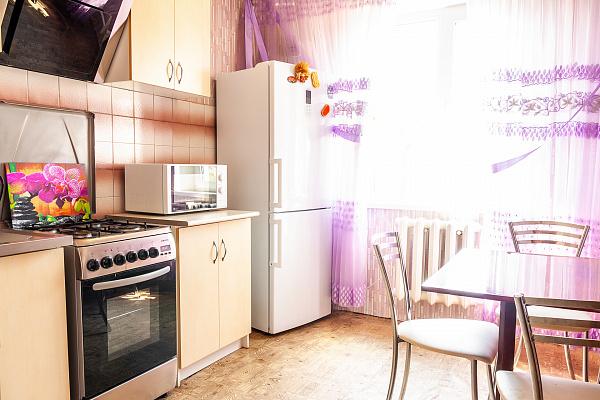 Двухкомнатная квартирапосуточно в Южном, ул. Шевченко, 5. Фото 1