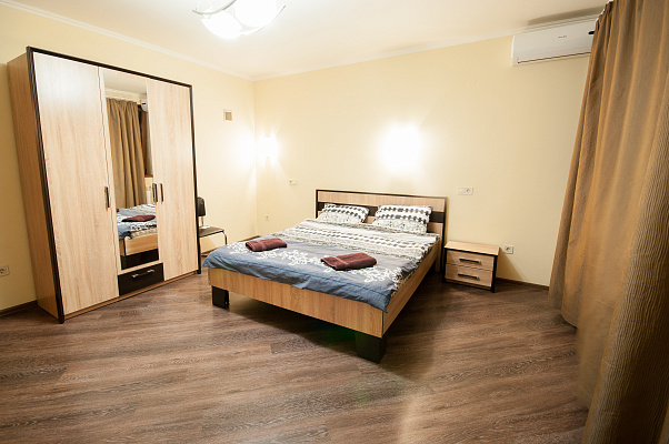 3-кімнатна квартираподобово у Ужгороді, вул. Польова, 10. Фото 1