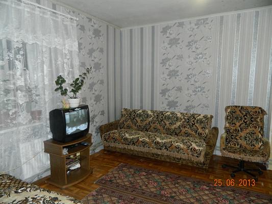 Дом посуточно в Бердянске. ул. Карла Маркса, 40. Фото 1