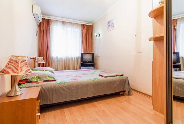 Двухкомнатная квартирапосуточно в Одессе. ул. Еврейская, 42а. Фото 1