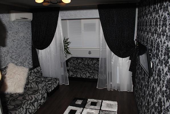 Однокомнатная квартирапосуточно в Луганске, Октябрьский  район, ул. Тухачевского, 1. Фото 1