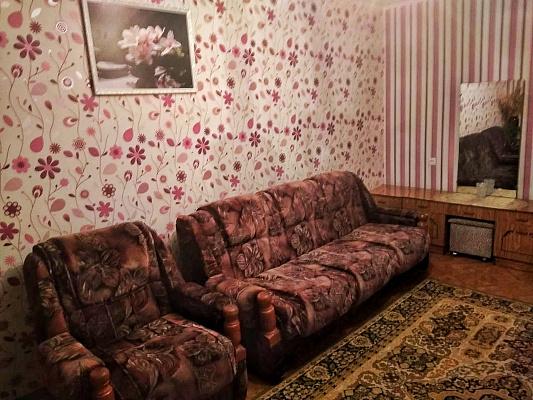 Однокомнатная квартирапосуточно в Изюме, ул. Пролетарская, 10. Фото 1