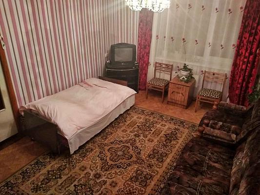 Однокомнатная квартирапосуточно в Изюме, ул. Пролетарская, 10