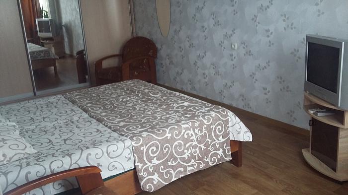 Двухкомнатная квартирапосуточно в Украинке. пр-т Днепровский, 18. Фото 1