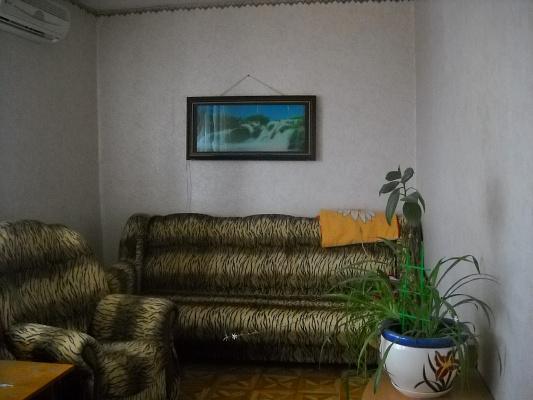 Двухкомнатная квартирапосуточно в Бердянске. пр-т Западный, 7/2. Фото 1