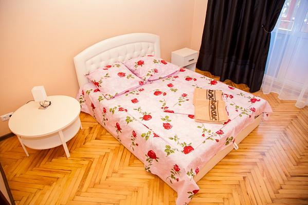 2-комнатная квартира посуточно в Запорожье. Орджоникидзевский район, пр-т Соборный, 182. Фото 1