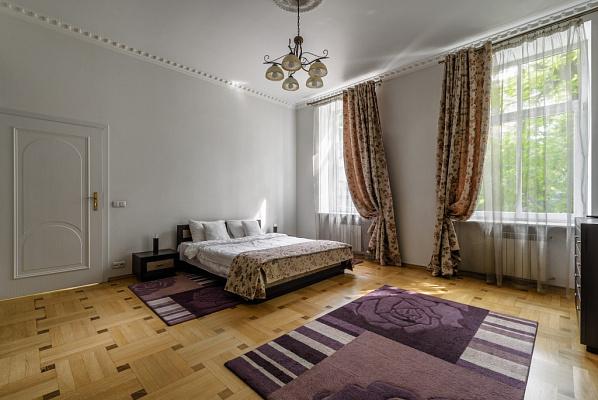 Двухкомнатная квартирапосуточно в Львове. Лычаковский район, ул. Зеленая, 11. Фото 1