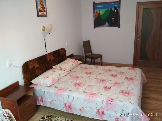 Двухкомнатная квартирапосуточно в Ивано-Франковске. ул. Евгения Коновальца, 207А. Фото 1