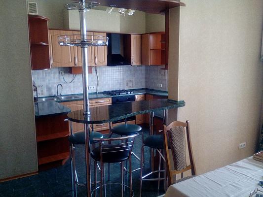 Четырехкомнатная квартирапосуточно в Одессе. Приморский район, ул. Троицкая, 28. Фото 1