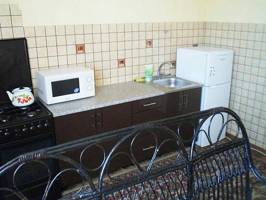 Трехкомнатная квартирапосуточно в Ахтырке, ул. Петровского, 12