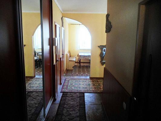 Трехкомнатная квартирапосуточно в Ахтырке. ул. Петровского, 12. Фото 1