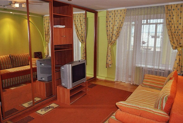 Двухкомнатная квартирапосуточно в Ивано-Франковске. ул. Вишневского, 8. Фото 1
