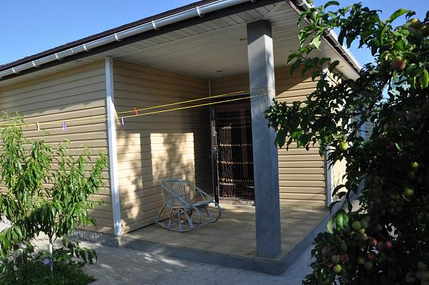 Дом  посуточно в Заозёрном. ул. Южная, 23. Фото 1