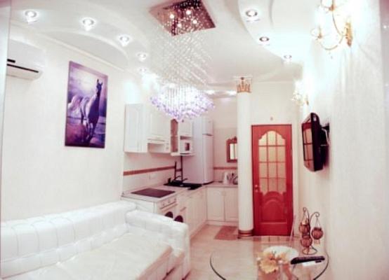 Двухкомнатная квартирапосуточно в Ильичёвске (Черноморске). пер. Хантадзе, 4. Фото 1