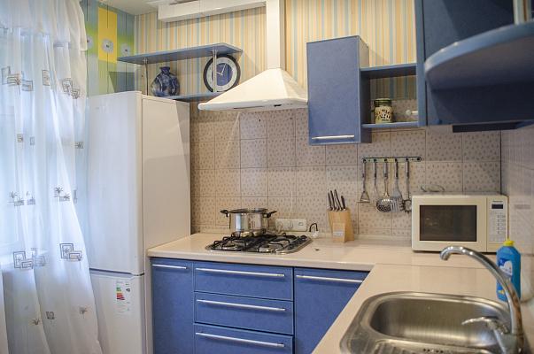 Двухкомнатная квартирапосуточно в Харькове, Киевский район, ул. Маршала Бажанова, 12. Фото 1