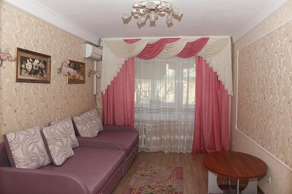 Двухкомнатная квартирапосуточно в Киеве, Соломенский район, ул. Соломенская, 21. Фото 1