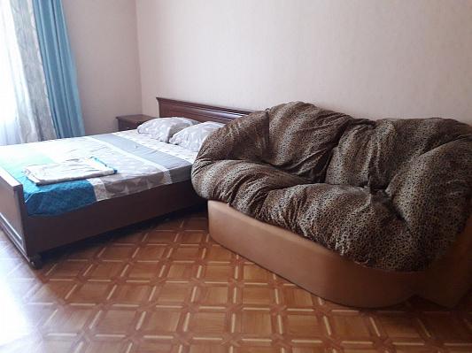 Двухкомнатная квартирапосуточно в Симферополе. Центральный район, пр-т Кирова, 5. Фото 1