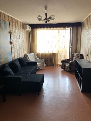 Трехкомнатная квартирапосуточно в Керчи. ул. Индустриальное Шоссе, 5. Фото 1