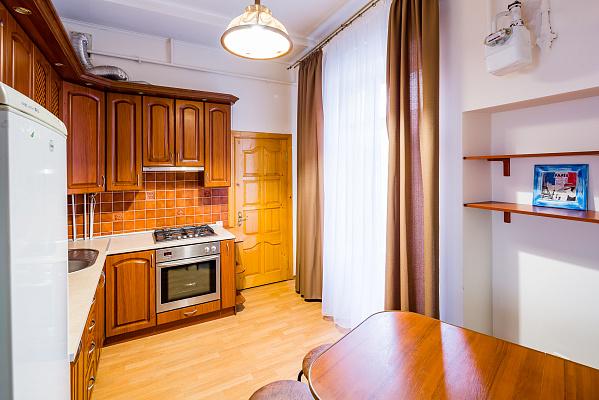 Трехкомнатная квартирапосуточно в Львове. Галицкий район, ул. Ивана Огиенко, 17. Фото 1