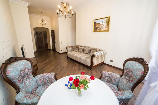 Двухкомнатная квартирапосуточно в Львове, Галицкий район, пл. Рынок, 19. Фото 1