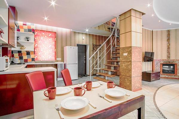 Трехкомнатная квартирапосуточно в Одессе, Приморский район, ул. Уютная, 3. Фото 1