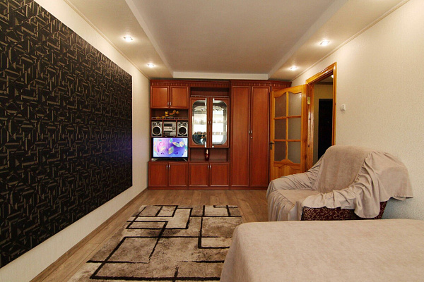1-комнатная квартира посуточно в Ровно. ул. Степана Бандеры, 26. Фото 1