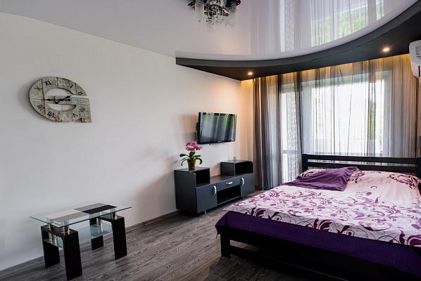 1-комнатная квартира посуточно в Ровно. ул. Романа Шухевича, 8. Фото 1