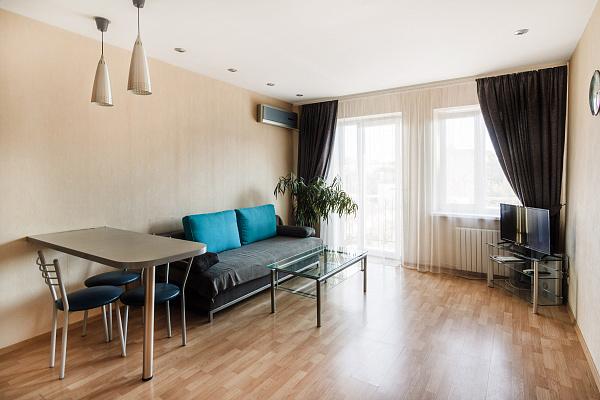 2-комнатная квартира посуточно в Одессе. Приморский район, ул. Дерибасовская, 20. Фото 1