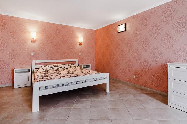 Трехкомнатная квартирапосуточно в Одессе, Приморский район, ул. Дерибасовская, 18