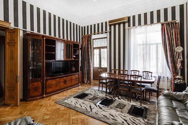 Четырехкомнатная квартирапосуточно в Одессе, Приморский район, ул. Екатериненская, 20. Фото 1